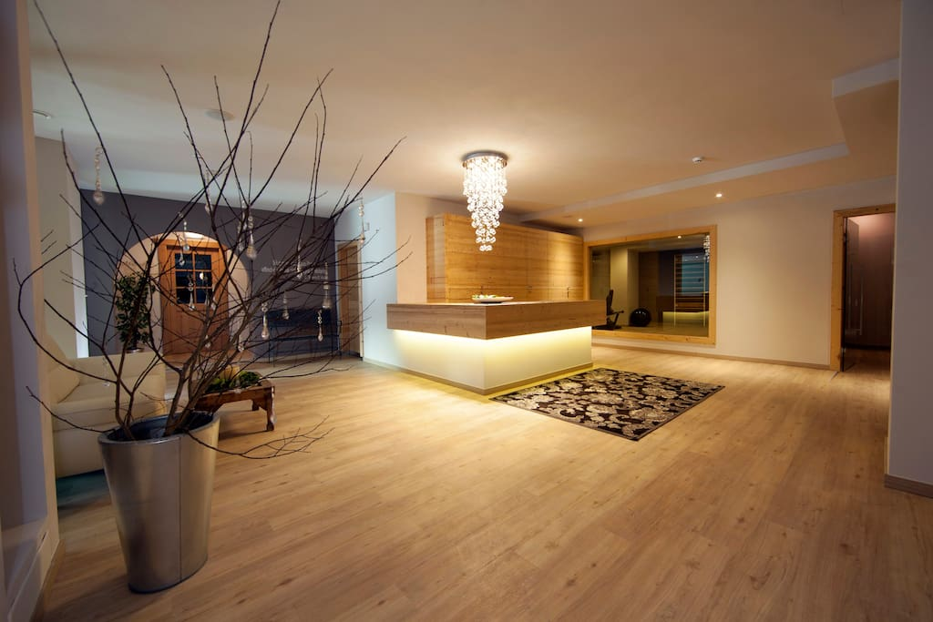 Ingresso spa: sauna, soft sauna, bagno turco, piscina interna ed esterna con idromassaggio , massaggi