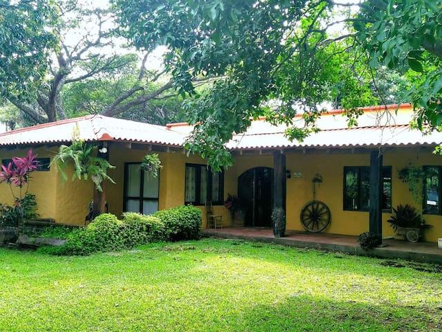 Santa Emilia Riverview - Caluco