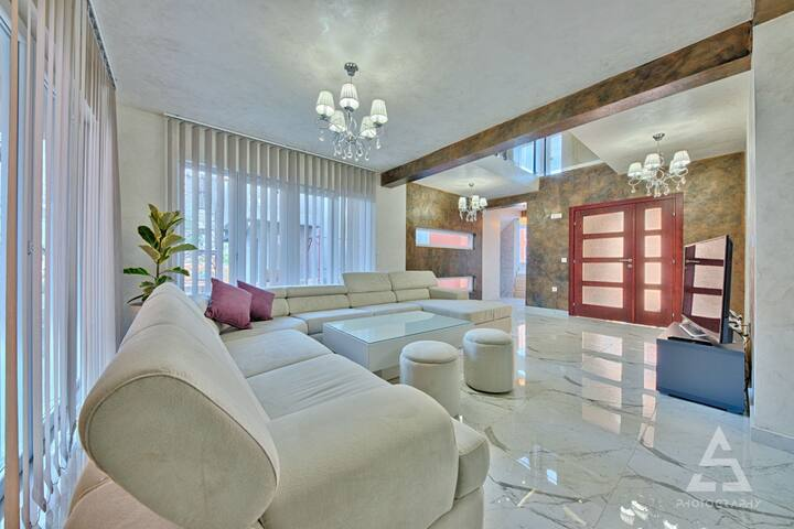 Villa 4bd/swimming pool&hot tube