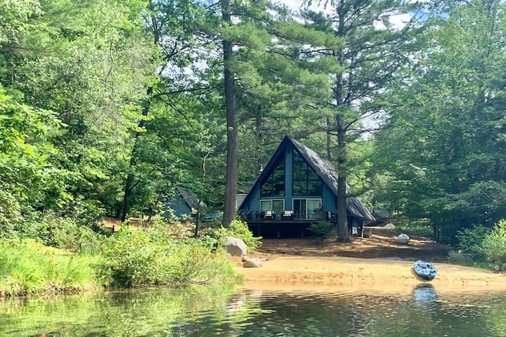 Lakefront dream w/ pellet stove, lofted layout, high-speed WiFi, & kayaks/canoe!