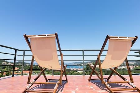 Piso con enorme terraza y vistas al mar. Lagar 7