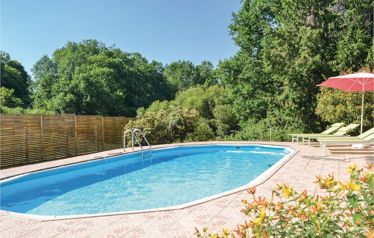 Holiday cottage with 3 bedrooms on 130m² in Milhac d'Auberoche