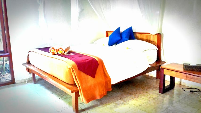 Cosy bedroom in villa with pool - Kuta - House