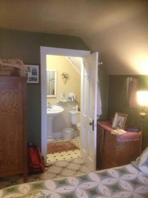 Woodson Suite's private bath