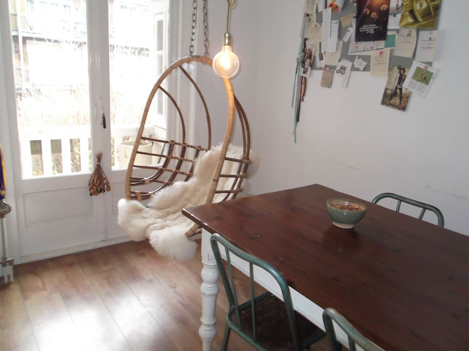 Eggchair + large kitchentable