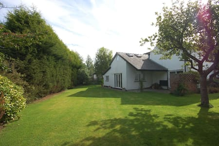 Charming serviced holiday cottage - Hus