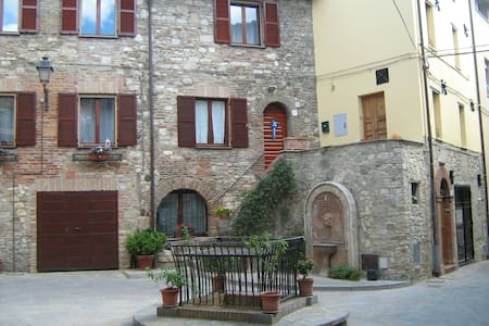 Little house on the Piazza (Umbria) - Marsciano - Ev