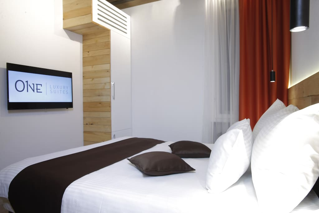 Bedroom, Flatscreen TV
