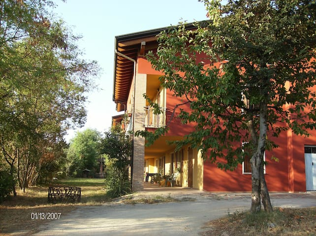 A typical farmhouse on the hill! - Montichiari