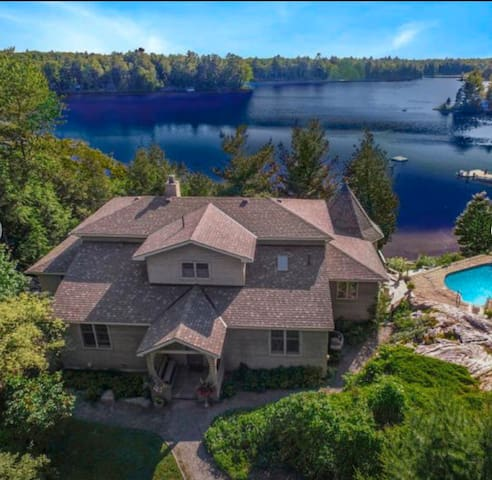 Moon Rock: The Muskoka Retreat