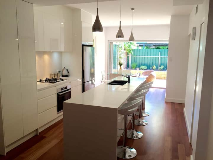 Luxury 2 Bedroom Townhouse in chic North Adelaide!