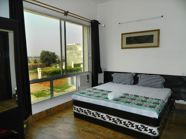 Dream Room with Free Breakfast & Wifi ~ Amritsar
