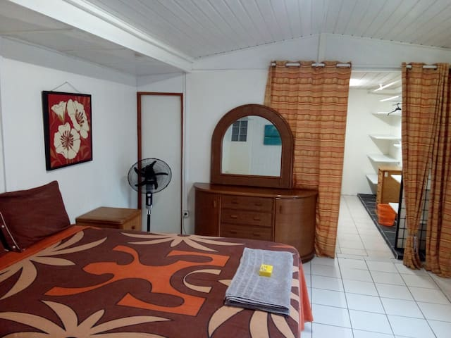Faa'a - chambre et salle de bain privée