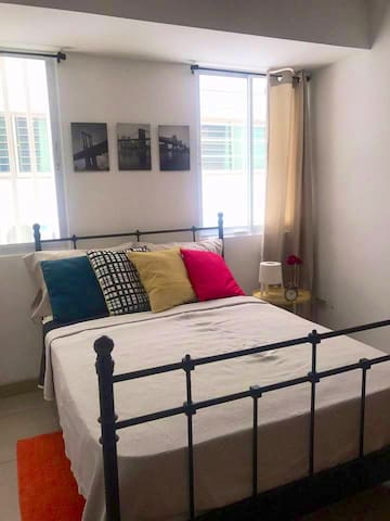 AIRY, & MODERN ROOM WITH A/C.(Nuñez & 27 Feb)