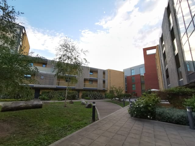 Newly 1-bed flat with patio access & park view
