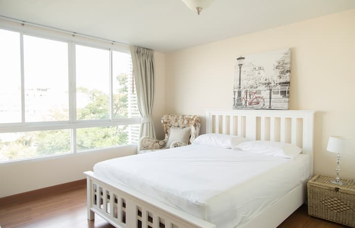 1 Bedroom near BTS Ari (Cozy, Relaxed Style)