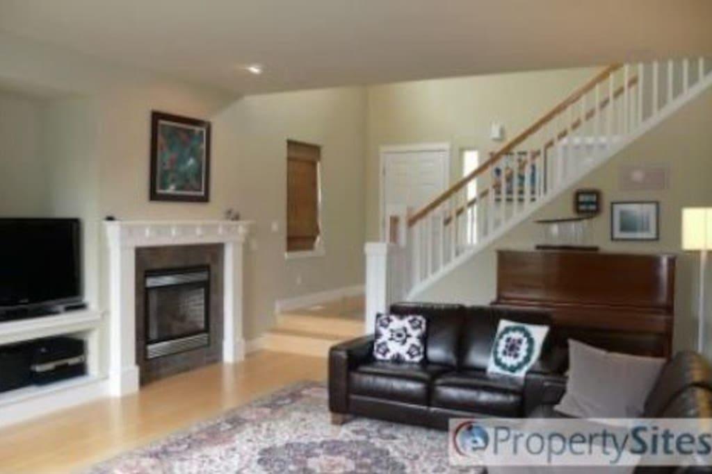 Open floor plan, gas fireplace.