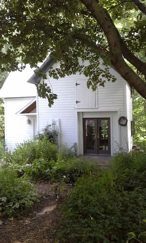 Carriage House on the River - Plainwell - Haus