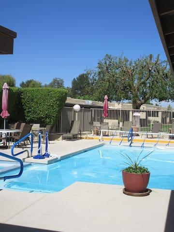 Pretty poolside condo* - Mesa - Condominium