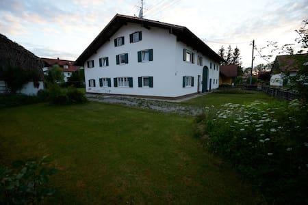 Denkmal-Bauernhaus mitten im Dorf