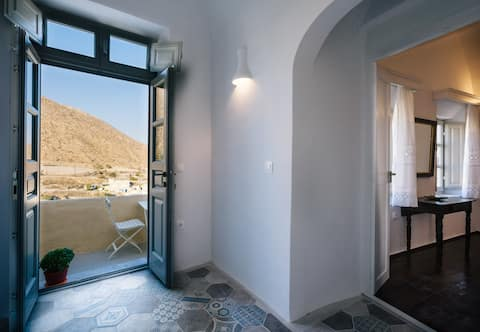 450 years CASTLE HOUSE for 2-6 ppl seaview/jacuzzi