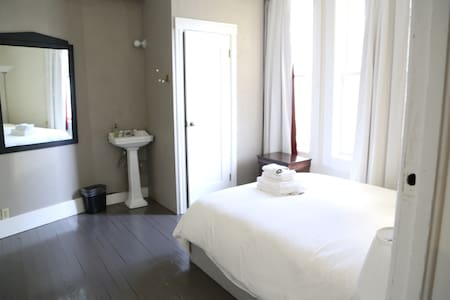 Bright private room with bathroom - San Francisco - Bed & Breakfast
