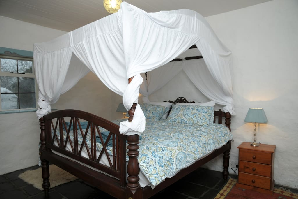 Classic four Poster 'Sri Lankan' bed