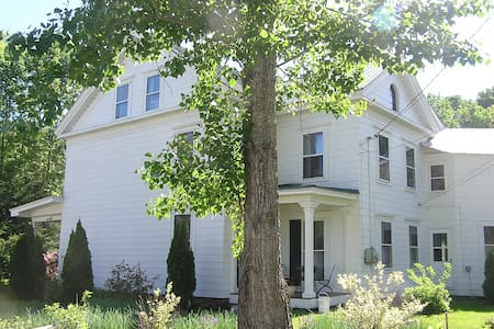 1827 Greek Revival House Estate. 4 bedrms 2 baths