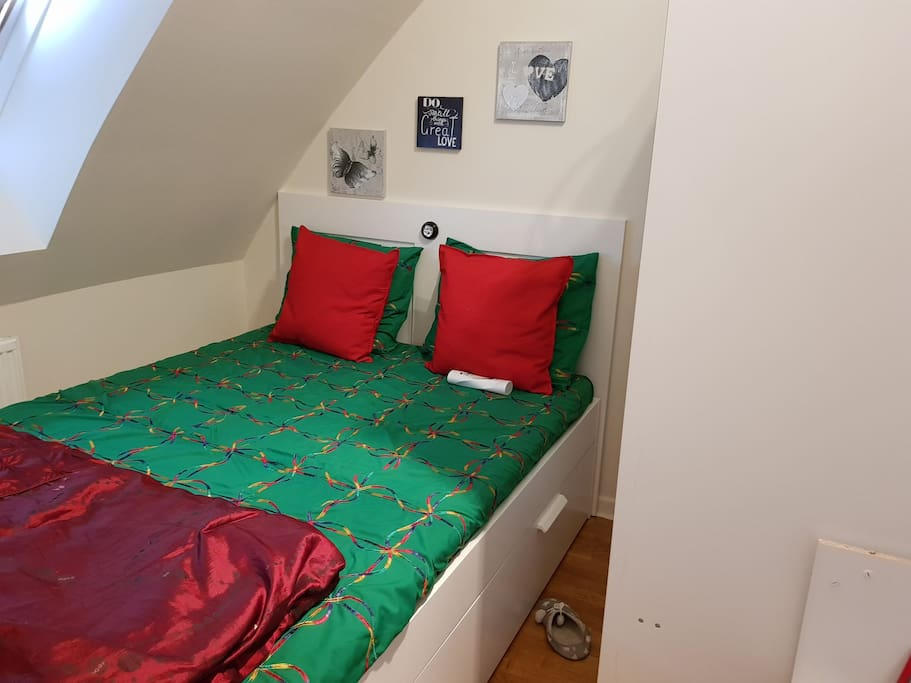 room with bed for 2 person
