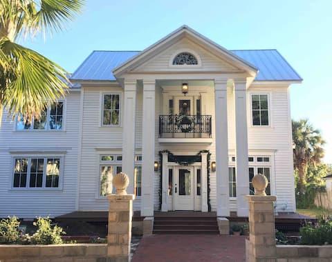 Genovar Mansion Rose Garden Suite Private Entrance