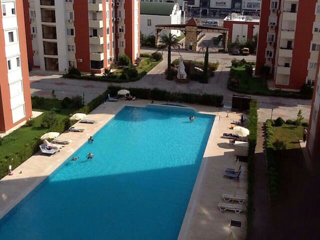 Spacious Family Apartment with Pool on the Coast - Muratpaşa - Daire