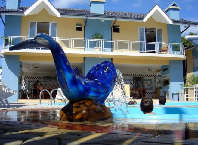 Ap c/ piscina a 300 m da praia -centro Porto  Belo