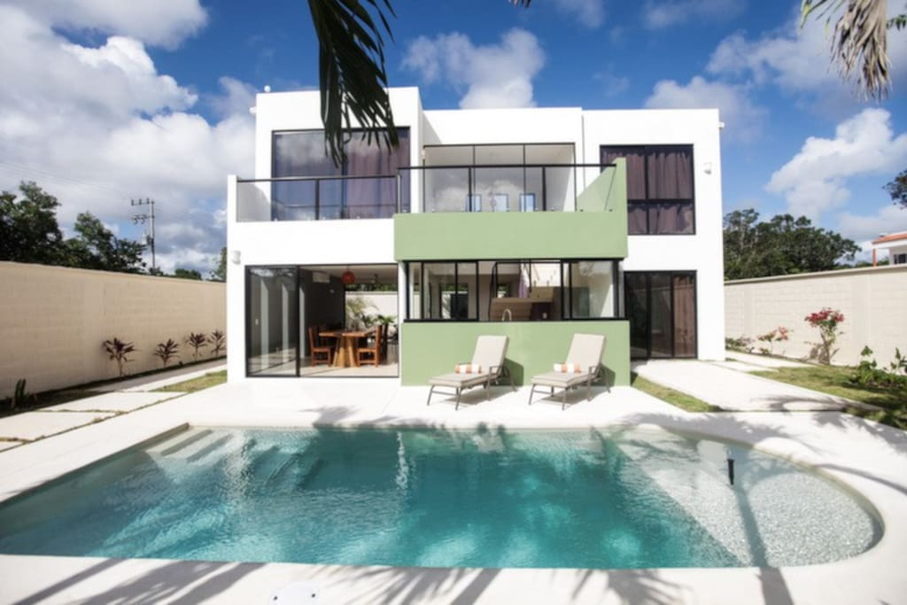 Bright modern house in tulum houses for rent in tulum for Modern house for rent