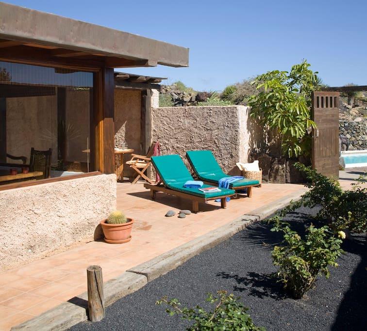 Casa con piscina climatizada rural villas casas de campo en alquiler en har a lanzarote - Alquiler casa con piscina climatizada ...