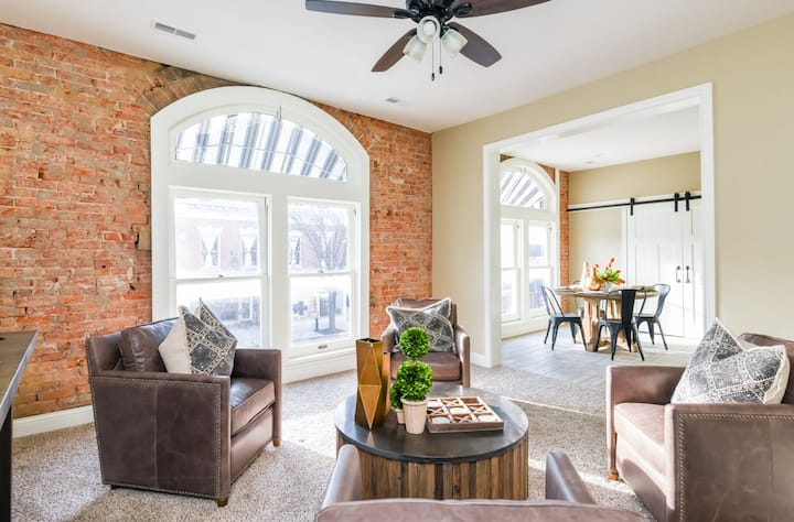Historic apartment within minutes of Louisville
