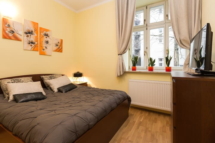 master bedroom (large double bed 160 x 200 with new IKEA Sultan mattress)