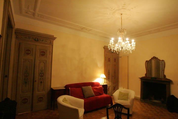 Historical Apartment in Duomo