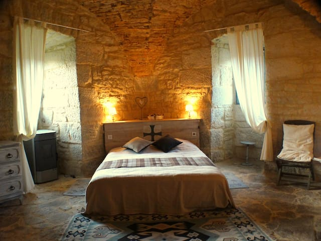 "B&B  chateau ""Lot South West France - Saint-Chamarand"