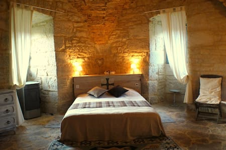 "B&B  chateau ""Lot South West France - Saint-Chamarand - Bed & Breakfast"