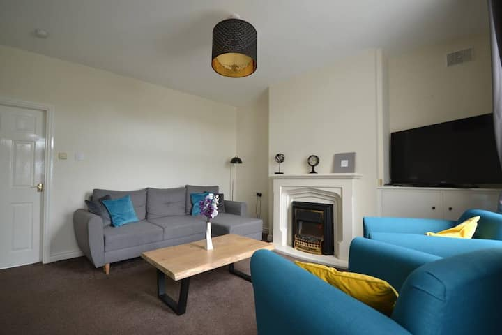 * Glossop Retreat * 3 Dbl Bed House*