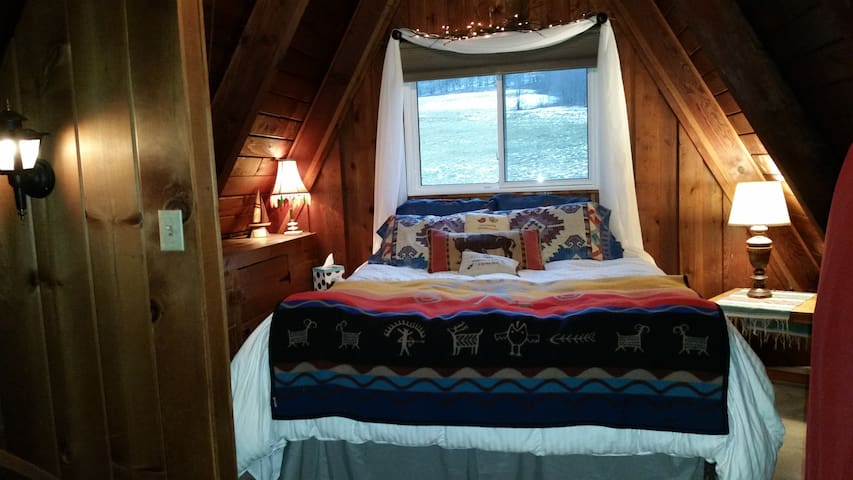 Ellicottville-Loft with Queen bed-4miles to slopes