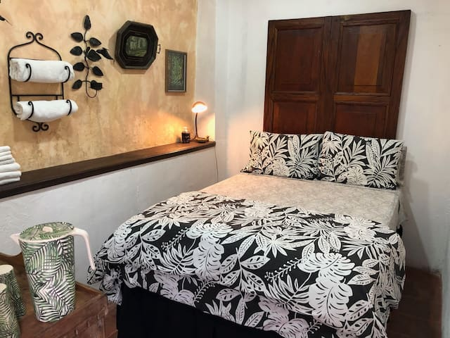 Welcome Home Guesthouse: Las Palmeras Room