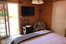 ** This is an EXTRA BEDROOM and is NOT included with the main space. **  It's available for an extra $50 per night ($150 minimum).  It has a private bathroom and is directly connected to the space. Please message us to add this space to your booking.