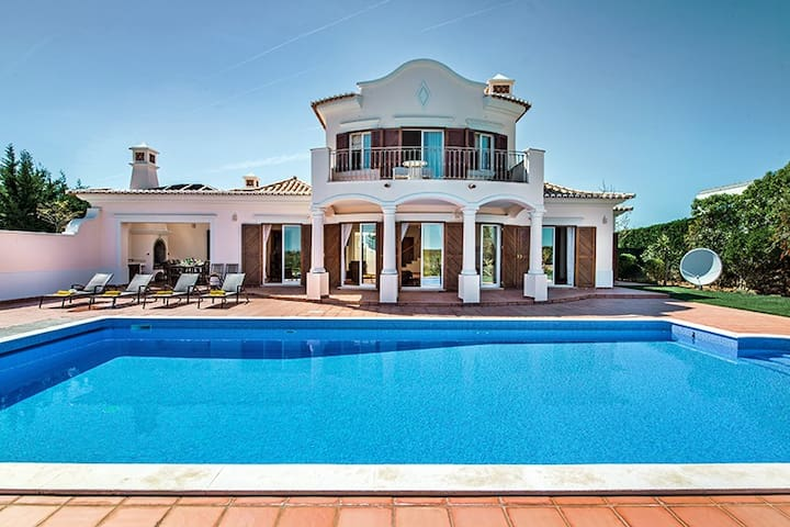 Beach front villa, located at Martinhal, Sagres - Sagres - Villa