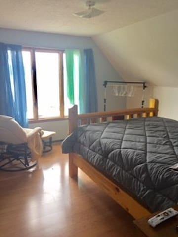 Top floor - Queen bed