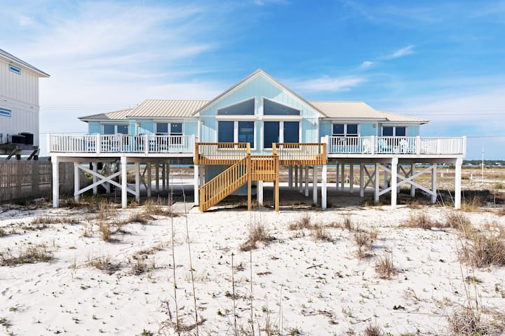 Gorgeous beachfront paradise w/private beach access & stunning Gulf views!