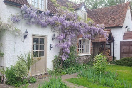Beautiful room, Oxfordshire cottage - Henley on Thames  - บ้าน