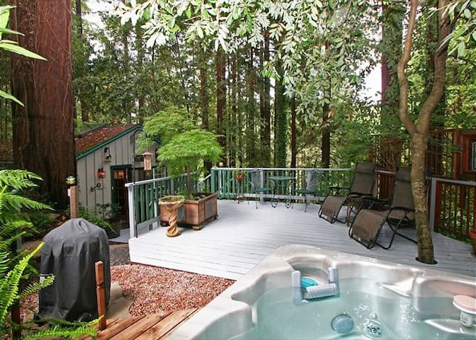 """A Little Romance"" Hot Tub,Redwoods - Guerneville - Cabin"