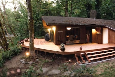 Secluded Cabin on the River - Brightwood