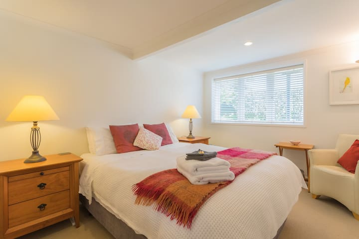 4 Star B&B in elegant Epsom Villa